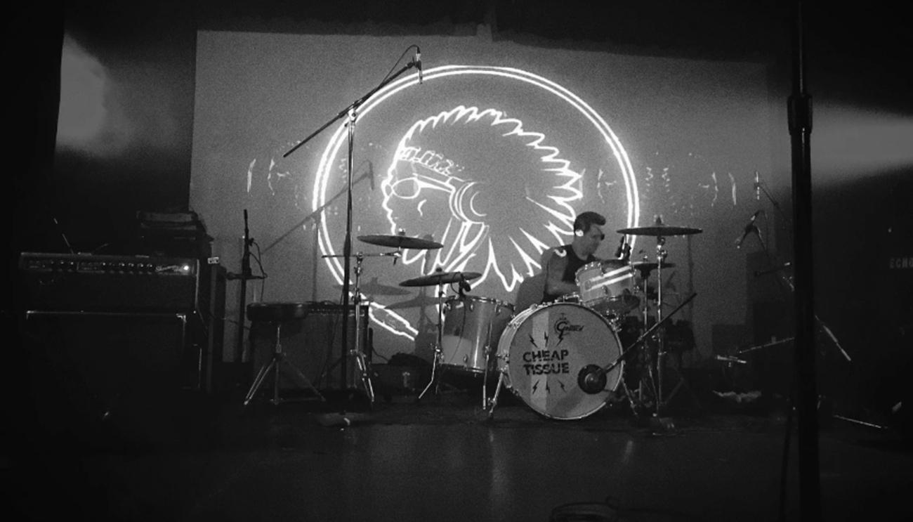 Proyección del logo en el escenario